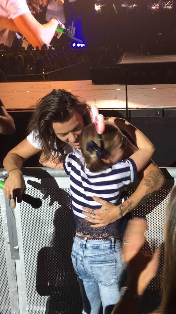 harry styles hugging fans 2015 - Google Search