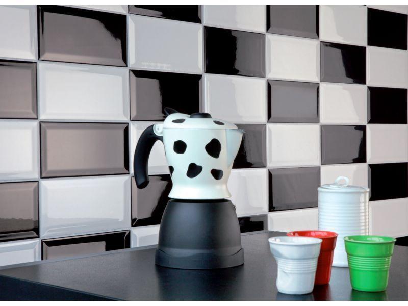 cr dence de cuisine en carrelage m tro noir et blanc. Black Bedroom Furniture Sets. Home Design Ideas
