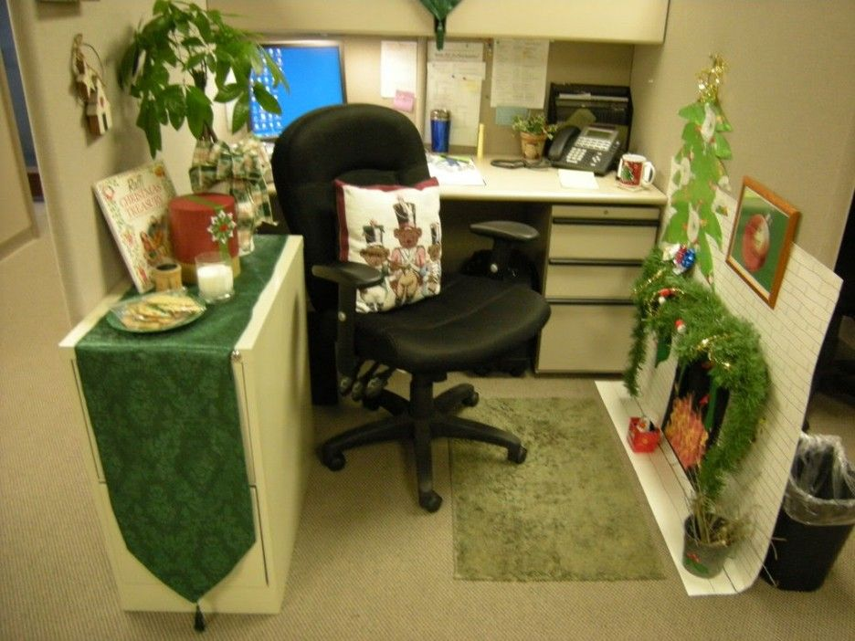 Cubicle Decorating Ideas Theme Part - 17: Chic Small Home Office Cubicle Decoration Christmas Green Theme Used  Leather Black Chair Design Combined With