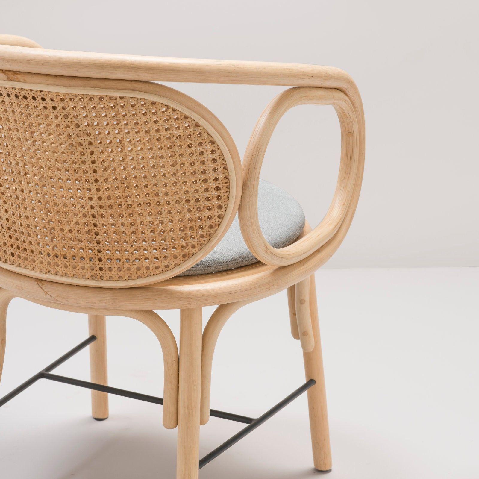 Bridge En Rotin Et Cannage Design Contour Par Le Studio Ac Al Fauteuil De Table Fauteuil Rotin Meuble Rotin