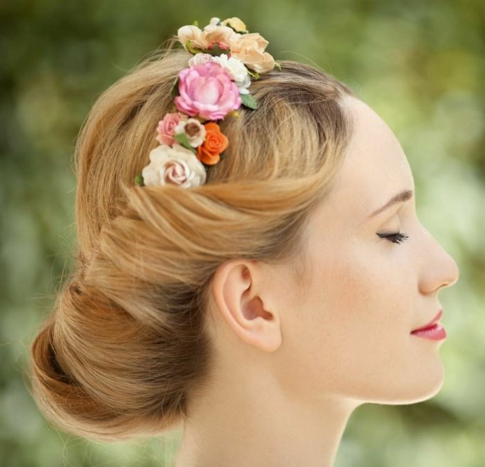 deavita blumenkranz-idee-frühling-frisur-rosen-hochsteckfrisur
