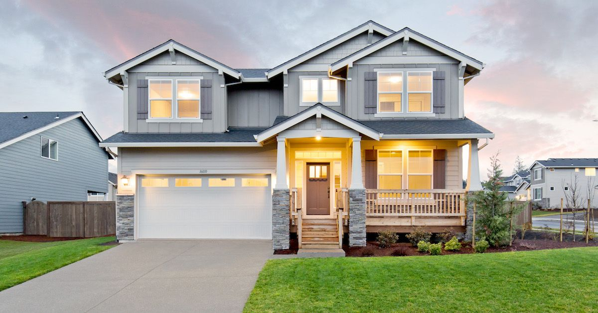 This Stunning Two Story Mulberry Home Welcomes You With An Inviting High Ceiling Foyer The Great Room And Gourmet Kitchen Cr New Homes New Homes For Sale Home