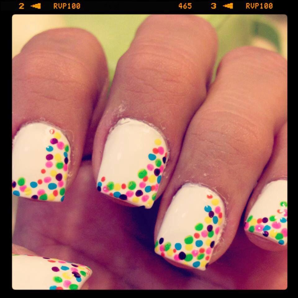 Nails puntos de colores