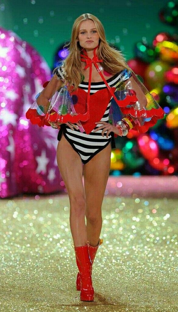 b42f4e0dd0 Pin by Fayde on ☆~Victoria s Secret Gallery~On the Catwalk ...