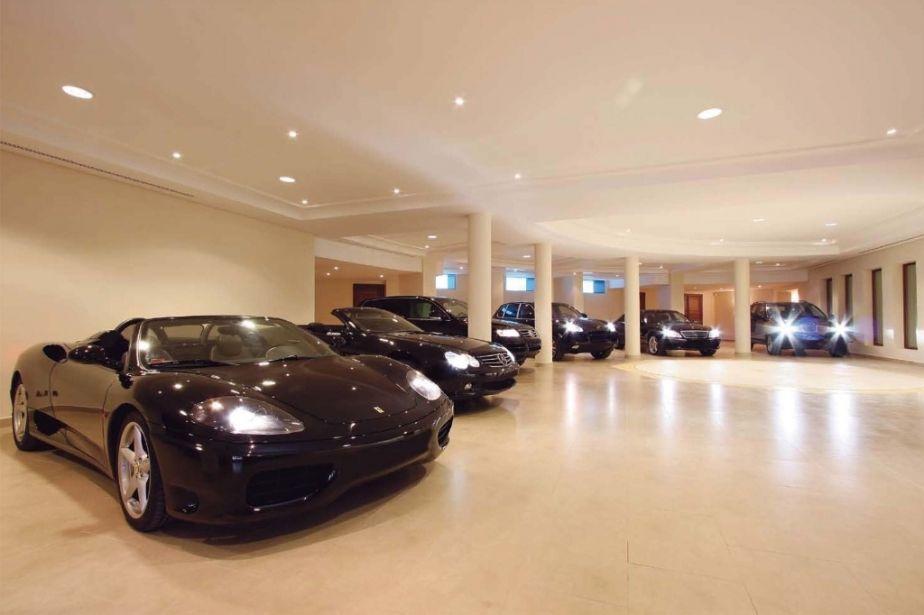 Luxury Villa For Sale With Impressive View To Las Brisas Grand Mansions Luxury Cars Luxury Garage Modern Beach House Garage House