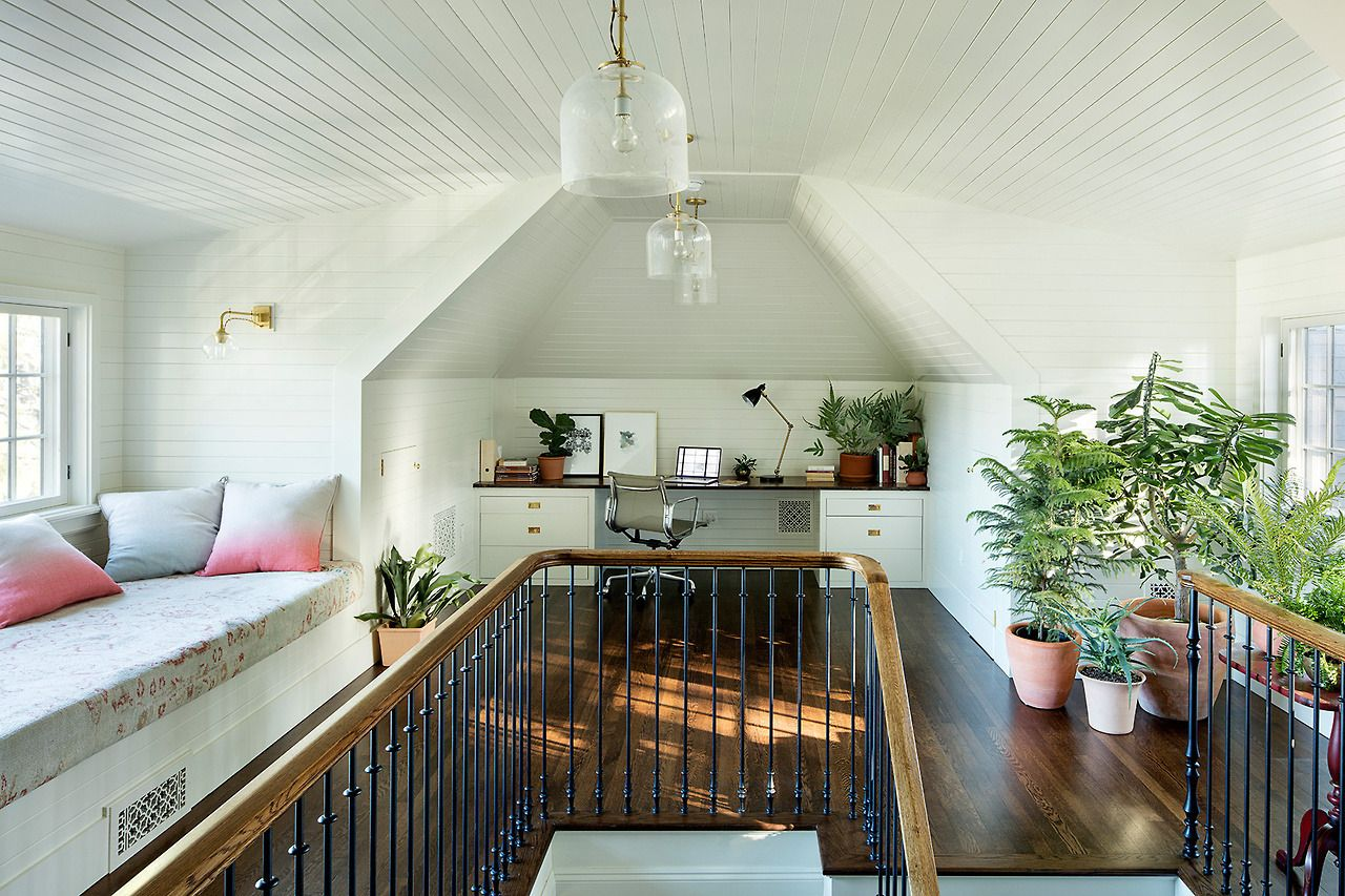 Home In Portland Design By Jessica Helgerson Interior Design Photos By Jeremy Bitterman 1920s House Attic Office Attic Renovation