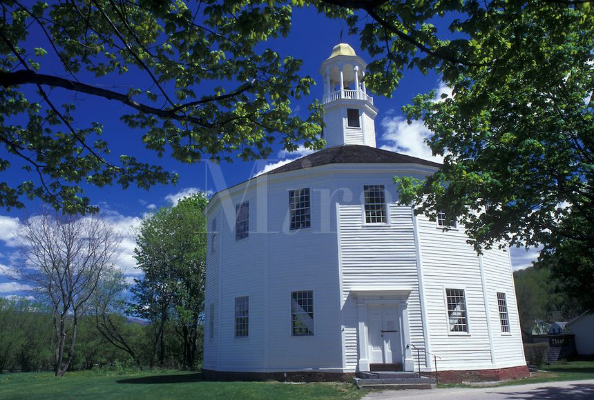Vermont Old Round Church A 16 Sided Polygon National Historical