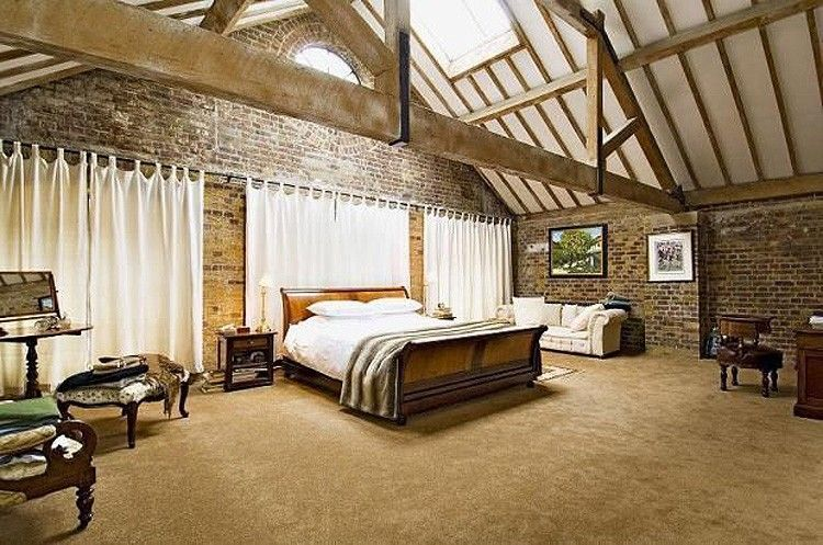 Light And Spacious Bedroom In Execution Dock House