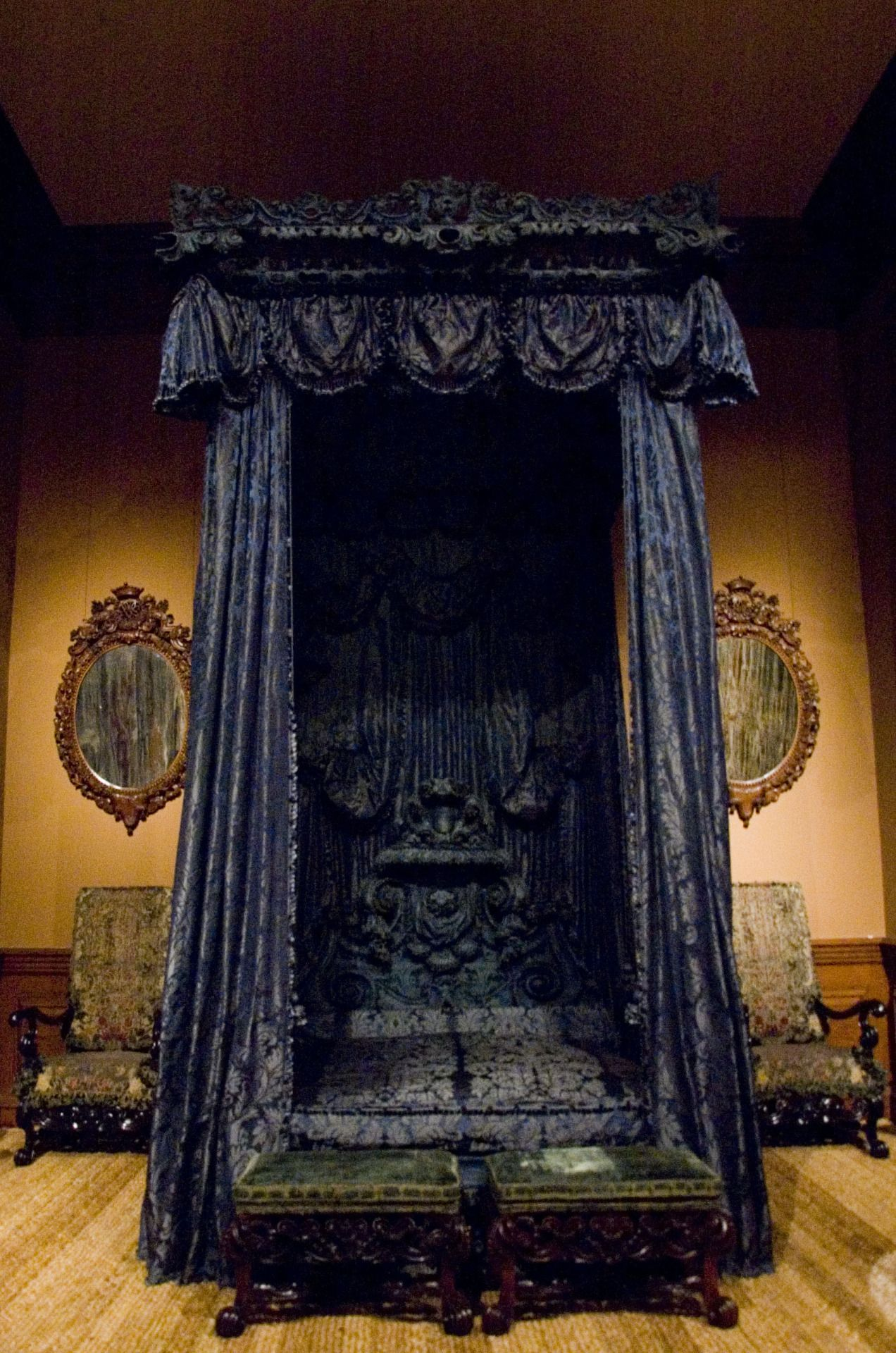victorian gothic room decor Quirky home decor