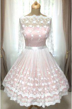 115ef208b7 Barevné svatební šaty s bavlněnou vintage krajkou