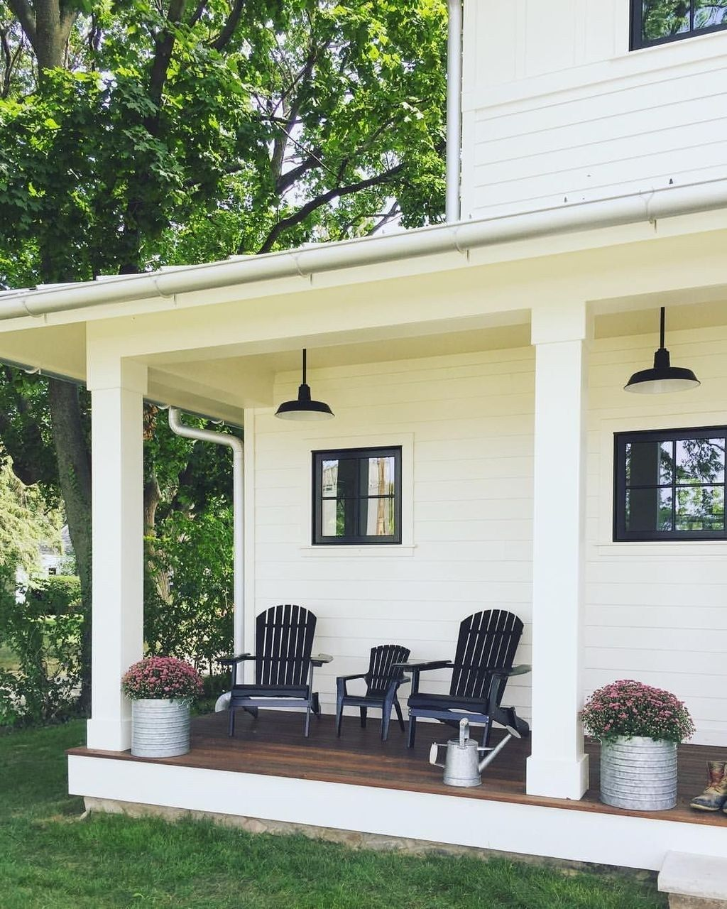 38 Great Farmhouse Porch Ideas To Modify Your Ordinary Porch Trendehouse Front Porch Remodel House With Porch Porch Remodel