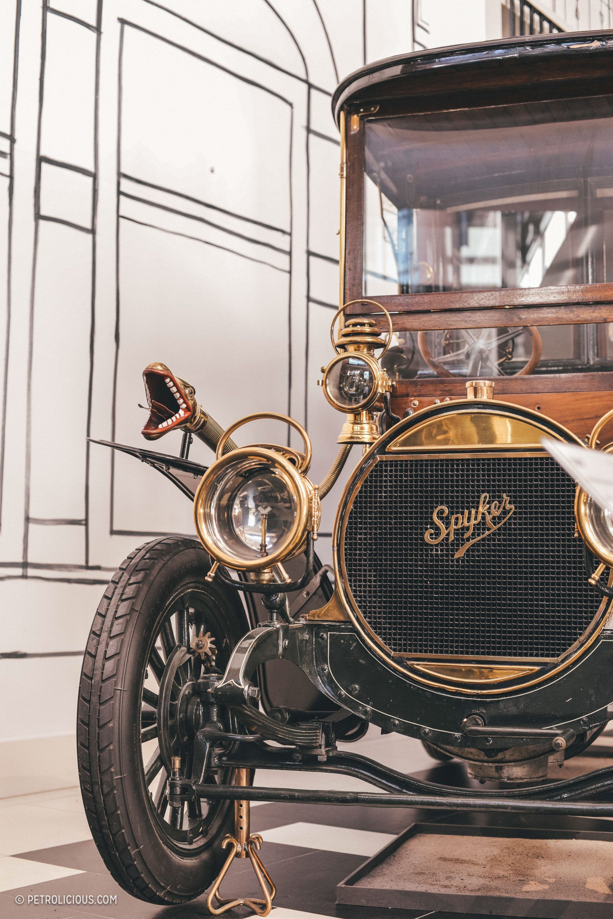 This Is What\'s Inside The World\'s Oldest Private Car Collection | Le ...