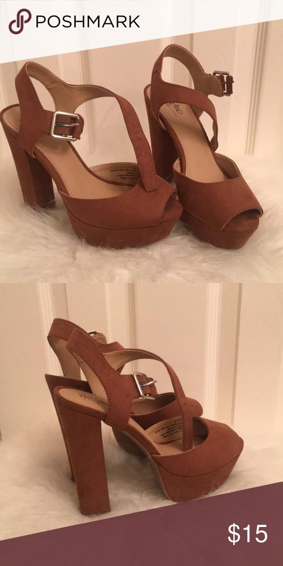 MOSSIMO platform peep toe chunky heel