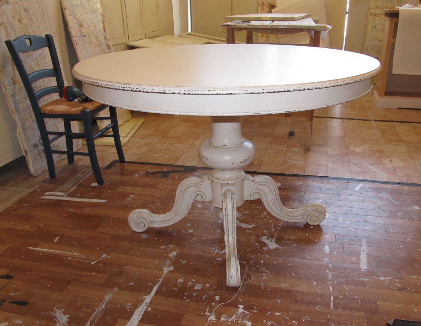 Tavolo Tondo Bianco Shabby.Tavolo Rotondo Shabby Con Gamba Centrale Lavorata Tavoli