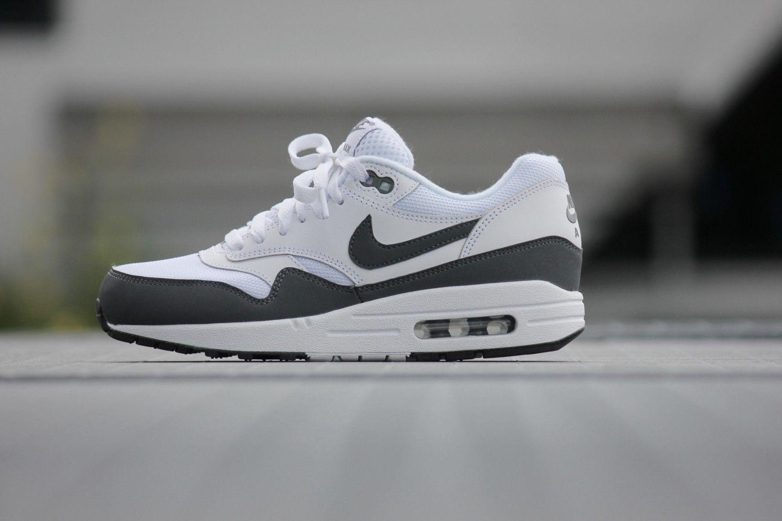 Mens Nike Air Max 1 Essential White Dark Grey Black 537383-126