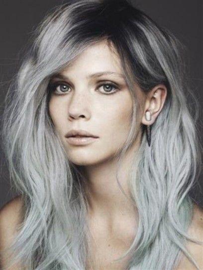 Capelli grigi sfumati lunghi – Tagli di capelli popolari in Europa 2ffdc5c905b5