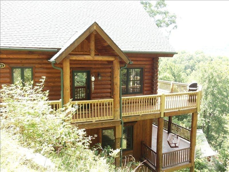 rent nettietatpconsultants chalets lake george vacation rock for lodgi fbea cabins nantahala cabin rustic table outdoor interior new homes rentals on
