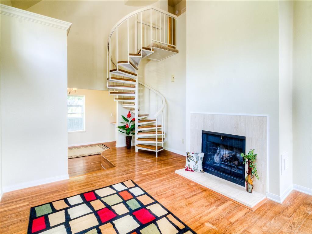 5515 Strack 106 Houston Tx 77069 Wood Laminate Flooring Wood Floors Contemporary Rug