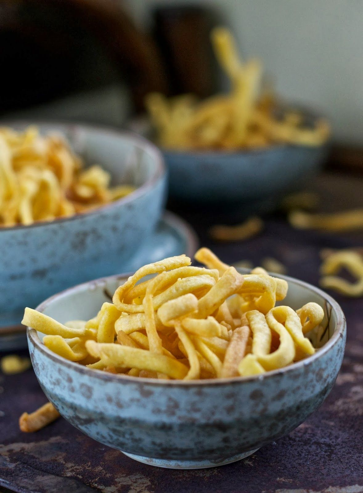 Kripik ubi dapat menjadi alternatif kripik bawang yang sudah umum dibuat sebagai hidangan Lebaran maupun Hari Natal. Atau dapat dibuat ...