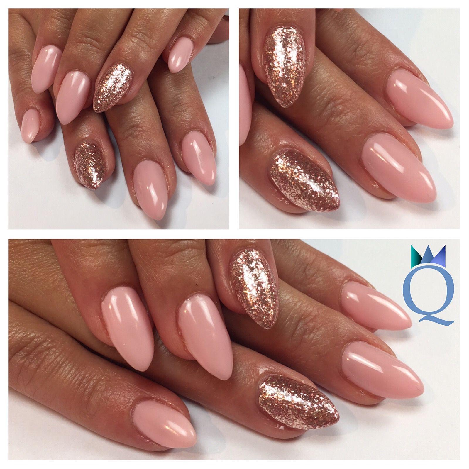 almondnails #gelnails #nails #rose #rosegoldleaf #akzéntz ...