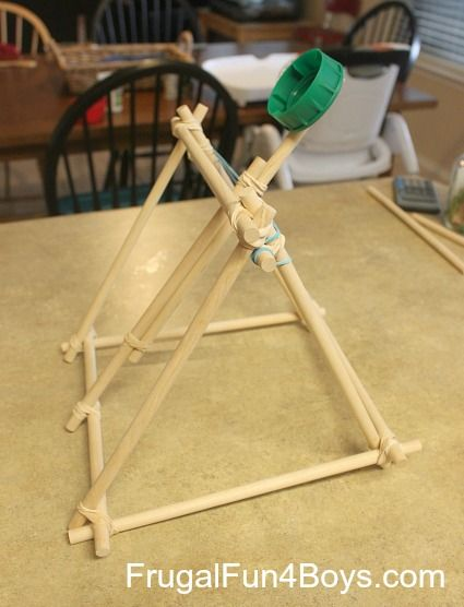 How to build a catapult out of dowel rods and rubber bands. SOOO doing this. Carter will love this! Water balloons would be cool!