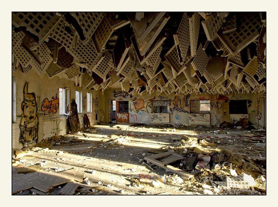..die Decke kommt runter.. von Wolfgang Sch.