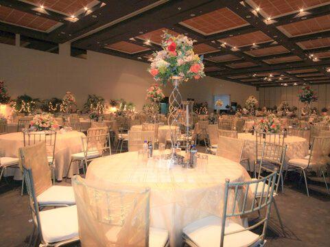 Excelentes decoracion para bodas en salon fantasticas for Decoracion de salon para boda