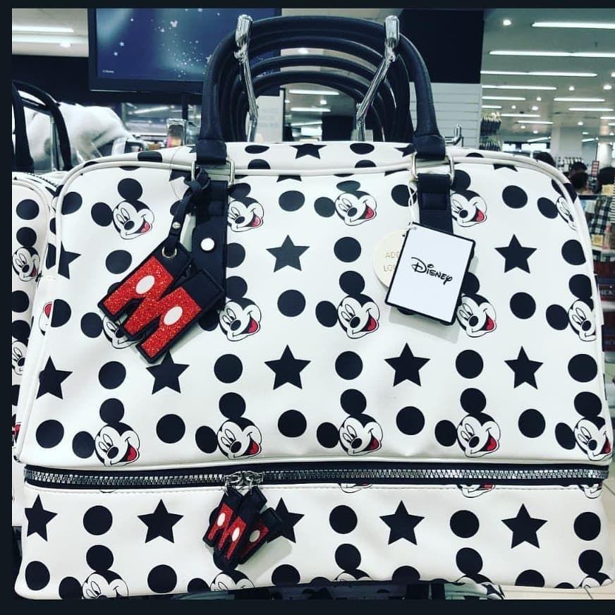 b0cb80b0c9 Pandilla!! 🇪🇸 No puedo esperar llegar a casa para enseñaros la preciosa  bolsa de viaje que me he comprado 😍 Amor a primera vista! Jeje Ya…