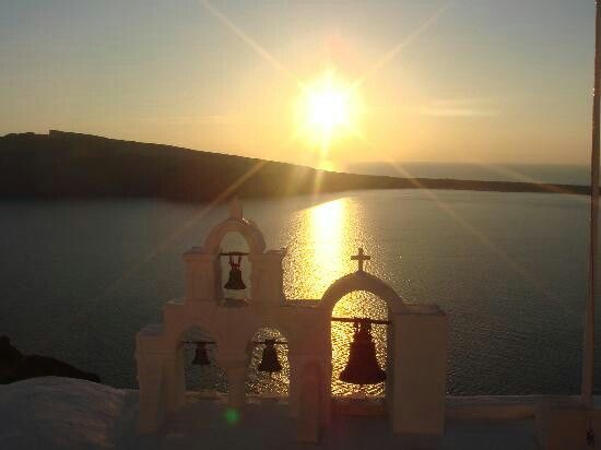 My favorite time of day is late afternoon. And in Santorini, i can imagine that it's a slice of heaven.
