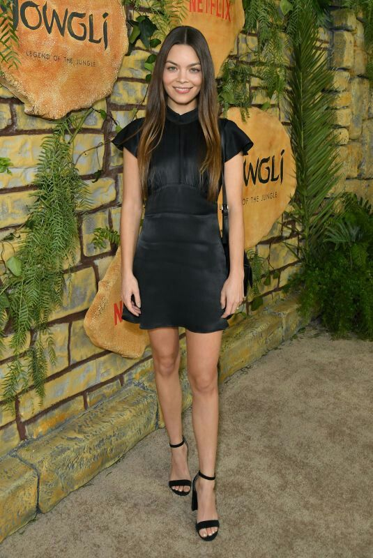 Pin by S. on Paneville | Scarlett byrne, Celebrity outfits