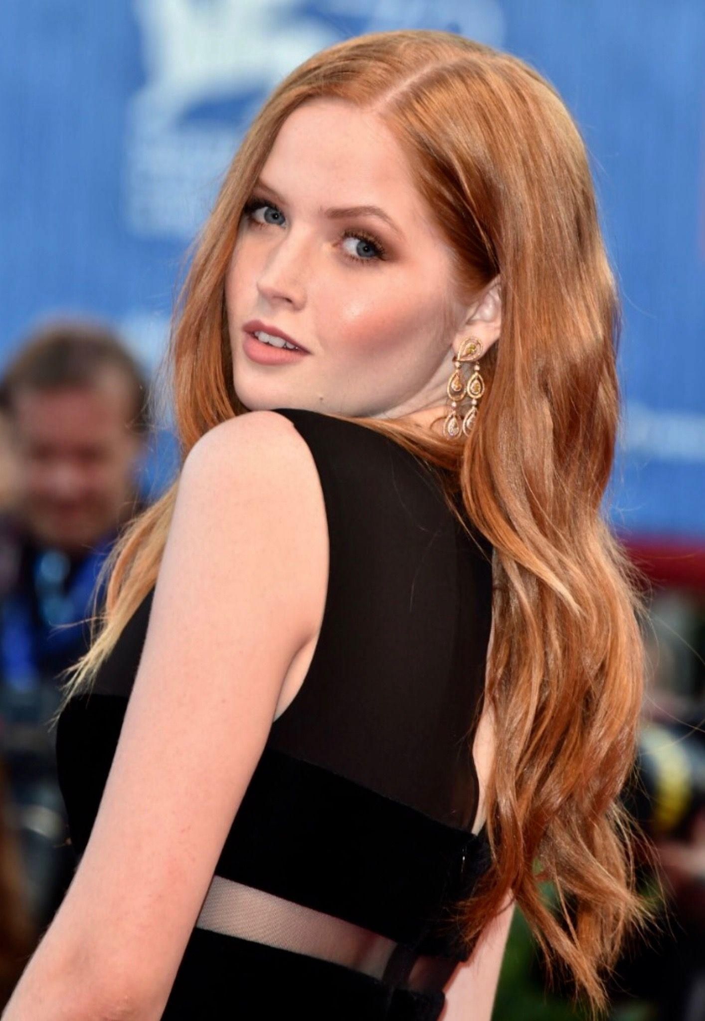 Ellie Bamber Beautiful red hair, Hair styles, Redhead beauty