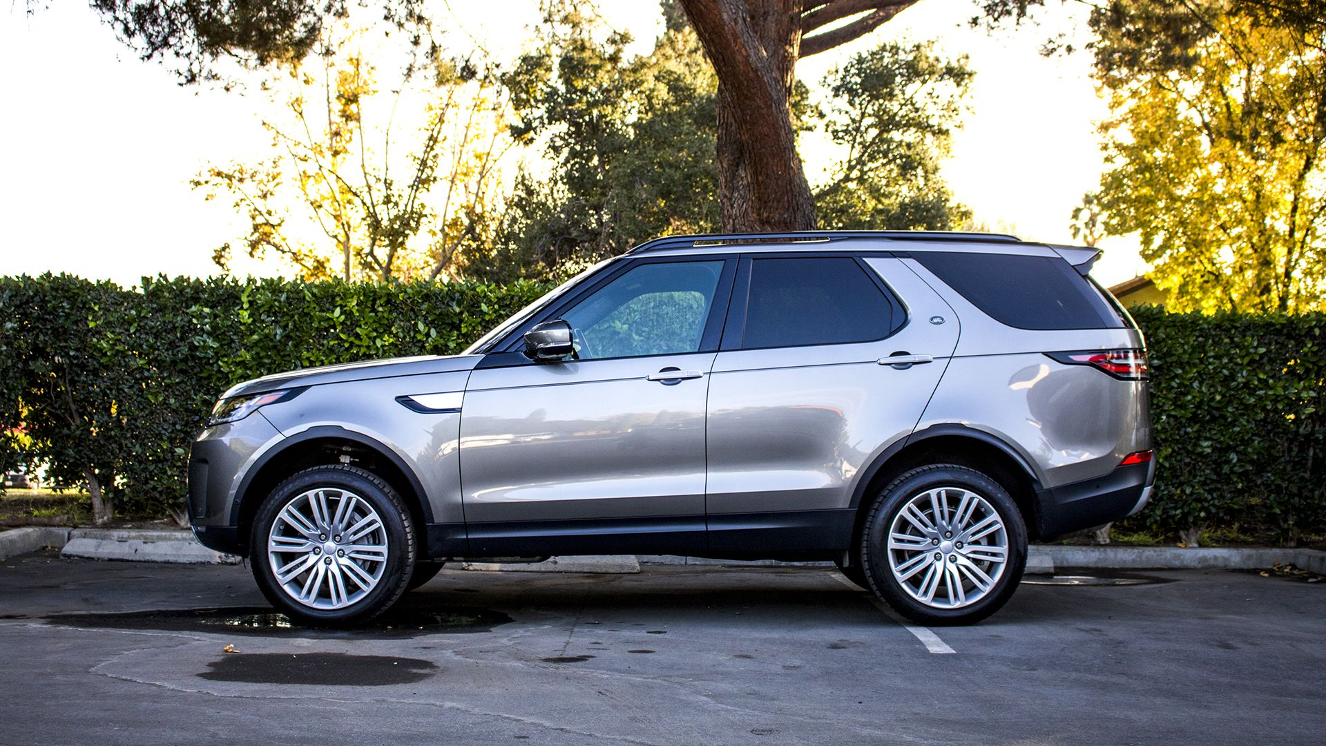 2018 Land Rover Discovery Hse Luxury Review Disco Never Dies At Least In The Suv World Land Rover Discovery Land Rover Drive