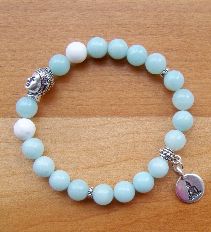 Bracelet yoga en perles d'amazonite, howlite, et médaille plaquée argent : Bracelet par lilya