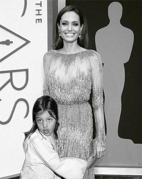 Photo of 20 Celebrities Pose With Their Younger Selves… The Transformations Are Pretty Amazing