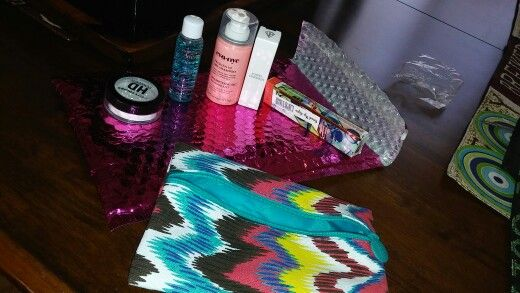Ipsy mont of july, pretty nice..!!