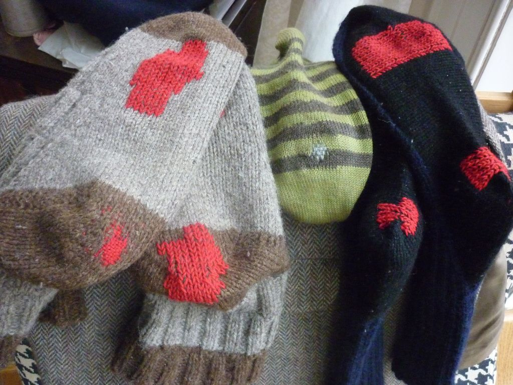 After all the glove knitting, carboot sale looting and Christmas decorations, it was time I returned to some Visible Mending. Here are three new items I entered for the Visible Mending Programme. M…
