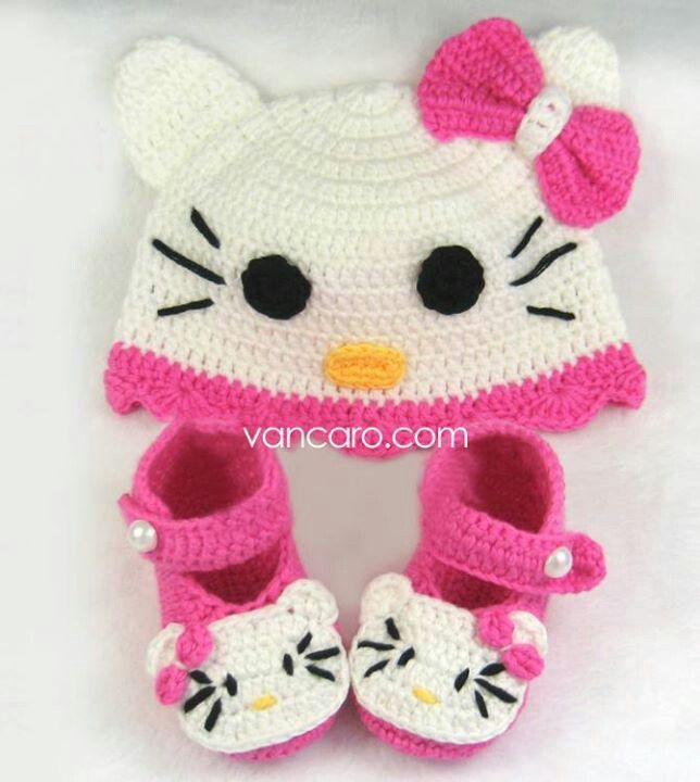 Hello Kitty crochet baby booty and beanie. | All Me! | Pinterest