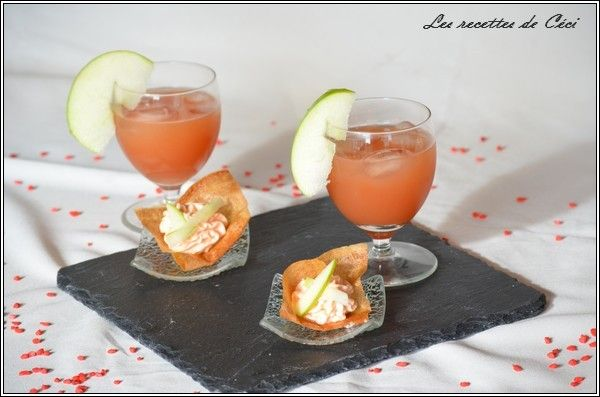 Lemon, strawberry sirup, orange juice and rhum cocktail accompanied with an amuse-bouche with smoked trout, creme fraiche, granny smith, lemon juice on a brick pastry. Exquisit as an aperitif