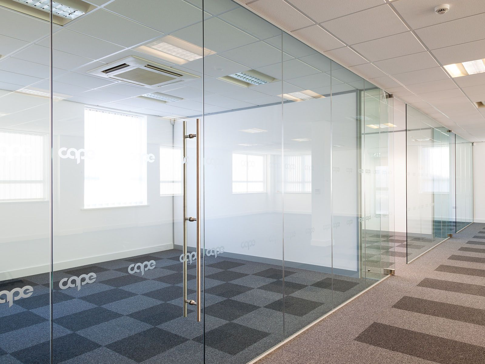 Single Glazed Frameless Glass Office Partitioning Vil