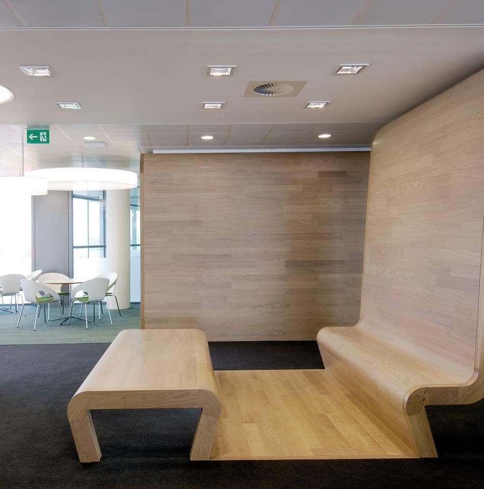 Over 3 500m2 Of Kahrs Oak Portofino And Oak Linnea White Was Installed To Complement Curved Office Pods And Seating Areas Th Holzboden Holz Und Boden
