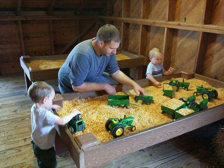 Das ist fantastisch! John Deere Spielplatz mit Heu :) Perfekter Jungenspielplatz! – Brain Power Boy – Raising Boys Who Love To Learn