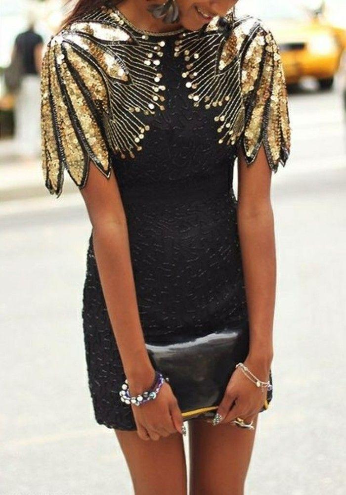 58319ada2c6 festliche damenmode kurzes schwarzes kleid goldene glitzer accessoires  kleine tasche