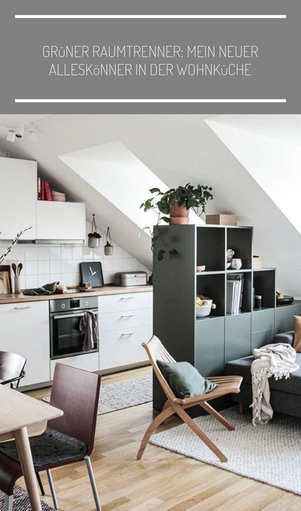 Dachgeschoss Wohnung mit Wohnkueche und Wohnzimmer und einem