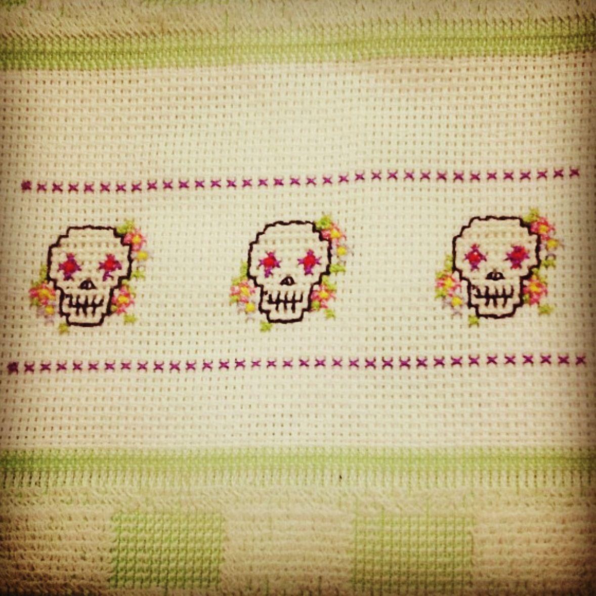 Sugar Skulls cross stitch   Bordado   Pinterest   Punto de cruz ...