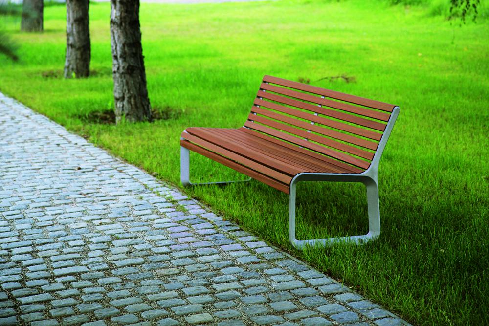 Sitzbank Portiqoa Mit Seitenteilen Aus Aluminiumguss Sitzflache Und Ruckenlehne Mit Holzbelattung Sitzbank Draussen Freibad Bank