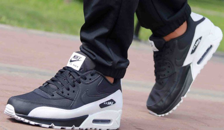 new product 4cb0f 33248 Men Nike Air Max 90 Essential Black White For Sale