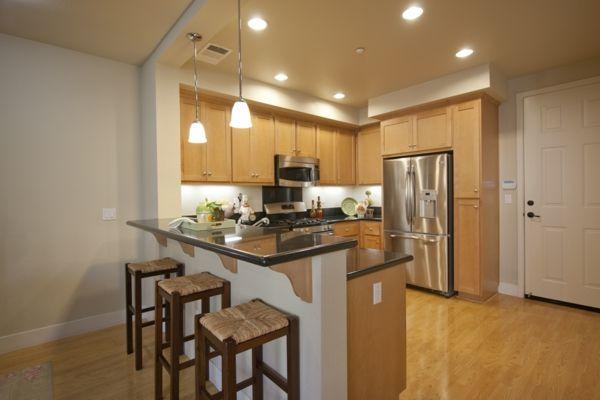 kücheneinrichtung ideen küche mit bartheke einrichtungstipps ...