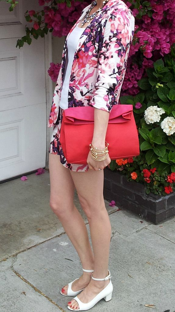 Florals + pink - Shorts suit and white heels for Summertime weekends