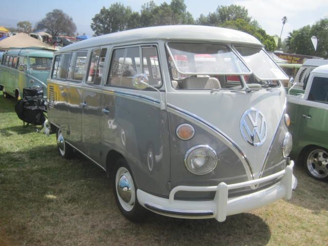 1963 Vw Bus The Dove Grey With Bright White Is So Sharp Looking