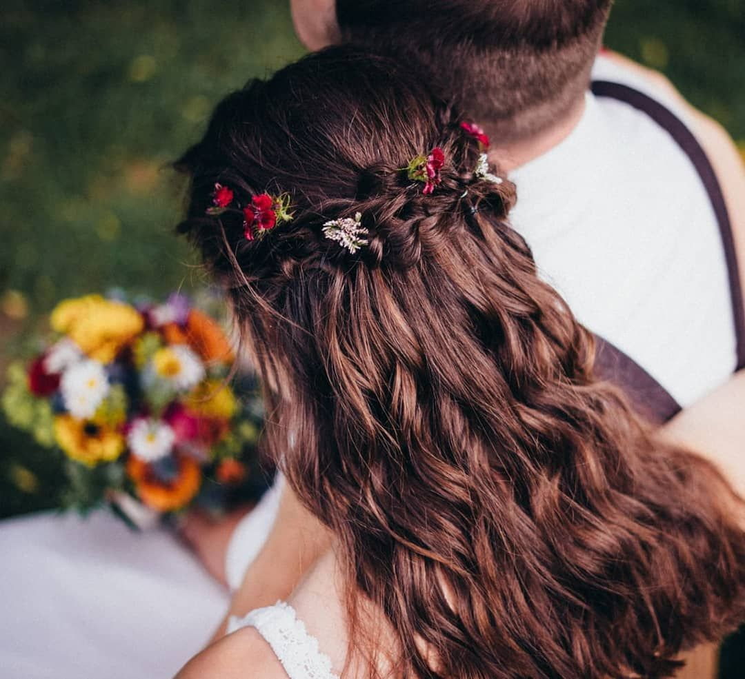 Sommerhochzeit Lassdeinhaarherunter Flechten Matrimonio Acconciature Acconciaturesposa Brautfrisur Frisurenkunst Flecht Hair Styles Hair Wrap Boho